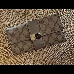 💯 Gucci Wallet Metallic Leather Trim Pewter